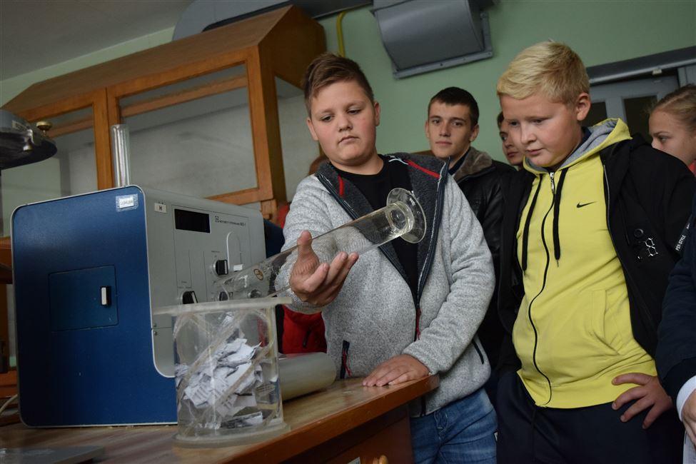 Школьники средних школ № 20, 22 и гимназии г. Борисова побывали на экскурсии в БГТУ